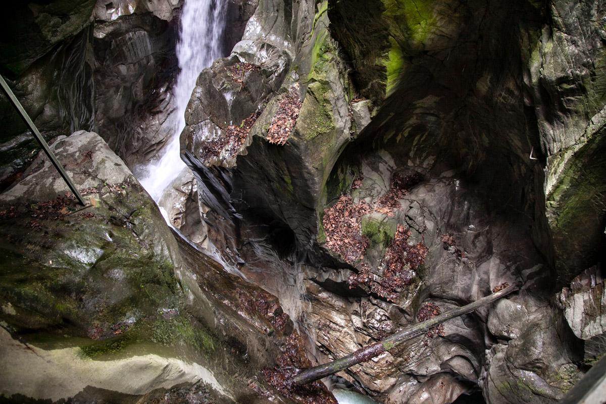 Alla scoperta dell 39 orrido di bellano tra natura e riti for Piani di casa di roccia del fiume
