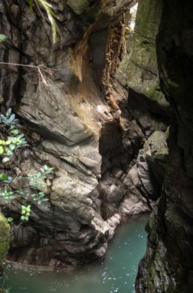 Roccia levigata da erosione del fiume