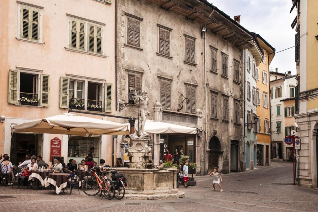Fontana del Nettuno in Piazza Cesare Battisti