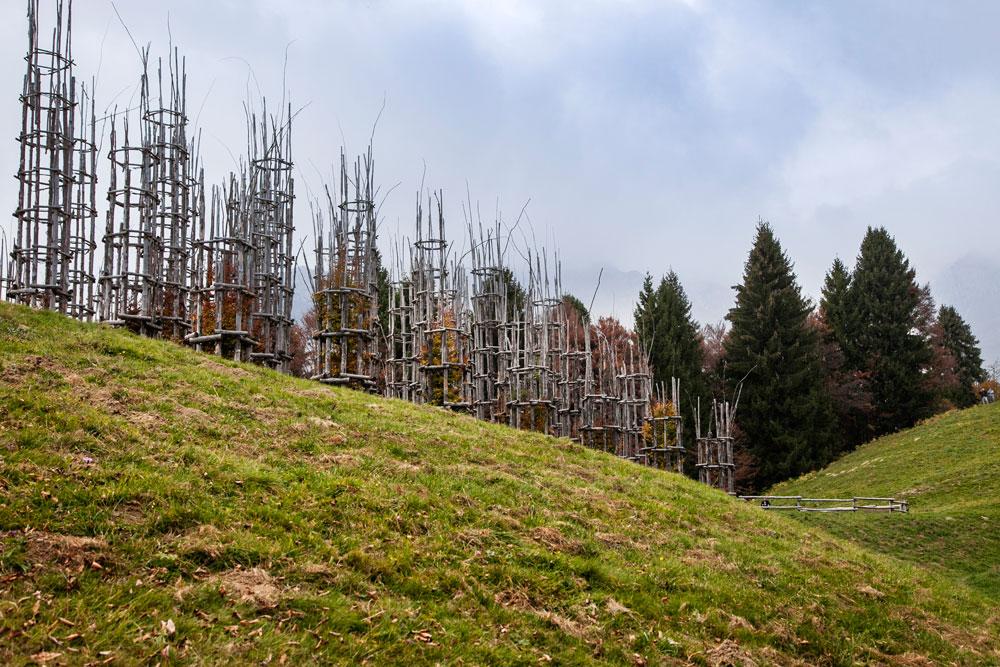Le colline di Oltre il Colle con Opera Artistica