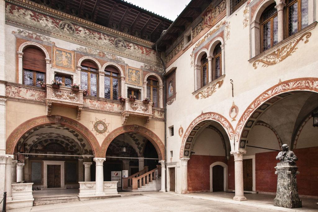Palazzo del Ben - Rovereto - Porticati e Ingresso