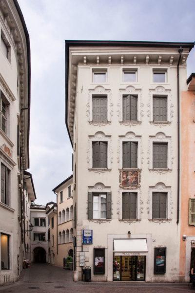 Piazza Cesare Battisti - Palazzo Affrescato