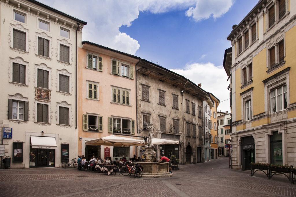 Piazza Cesare Battisti a Rovereto - Facciate Colorate