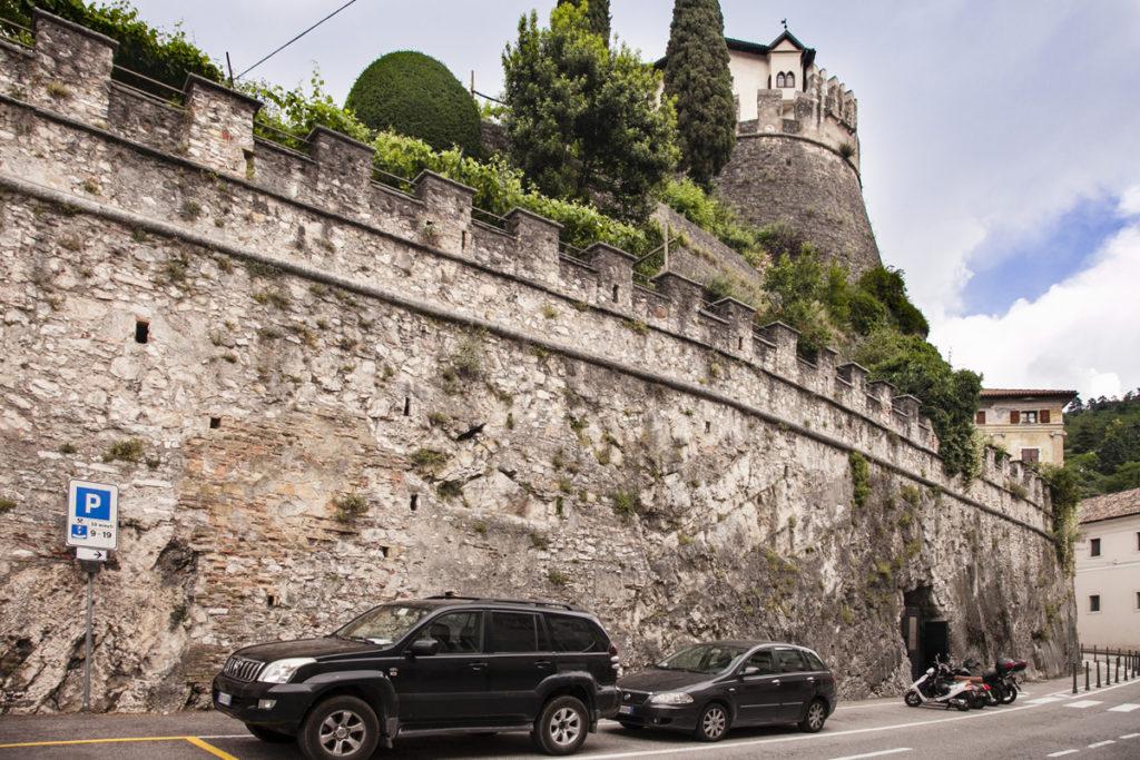 Piazza del Podestà e Mura del Castello