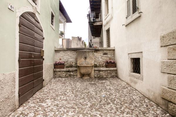 Piazzetta con Fontana