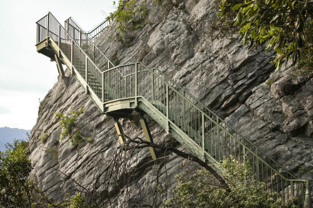 Scalinata sospesa nel trekking semplice su Monte Baldo - Trentino alto adige