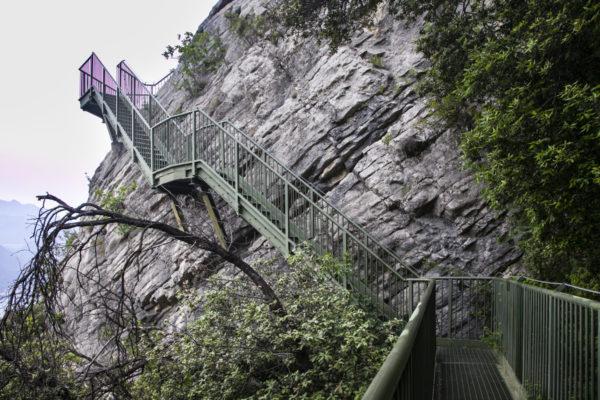 Scalinata sospesa sul crinale del Monte Baldo
