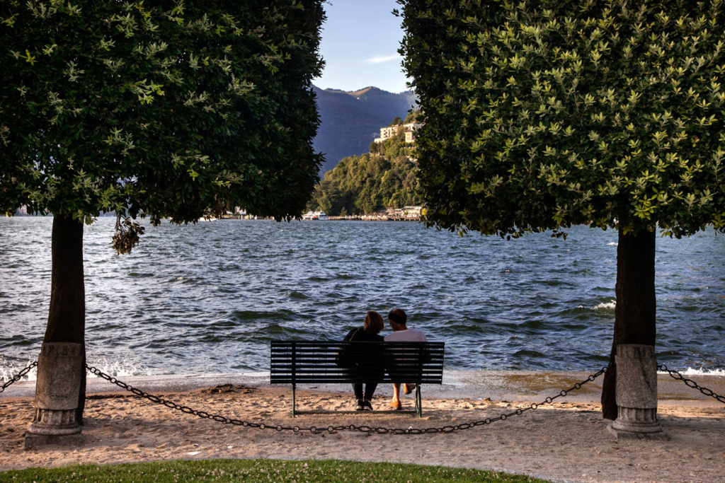 Panchina sul lungo lago