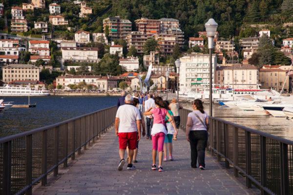 Passeggiata sulle acque del lago di Como