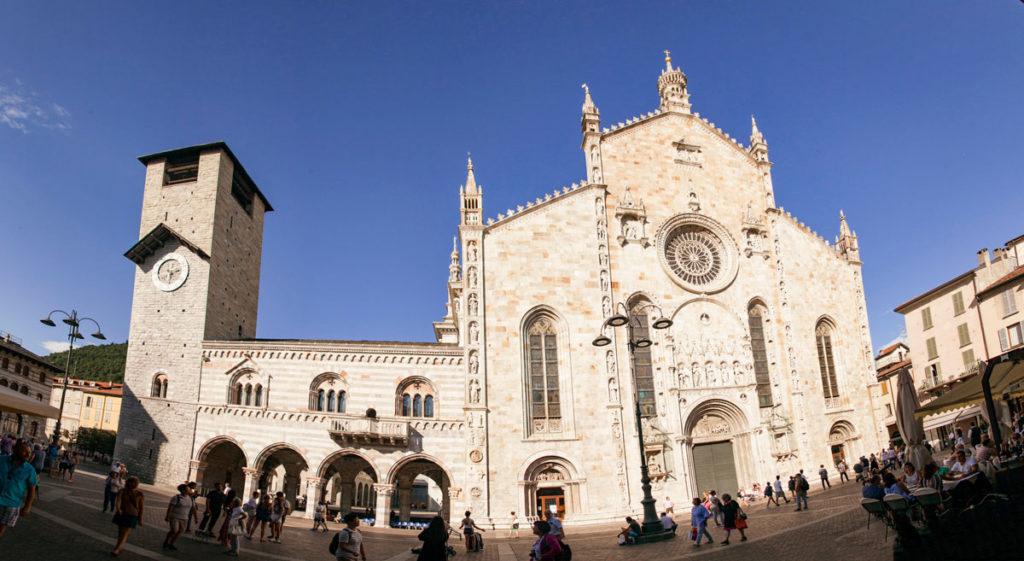Piazza Duomo di Como con Cattedrale