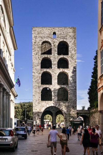 Porta Torre su Piazza Vittoria di Como