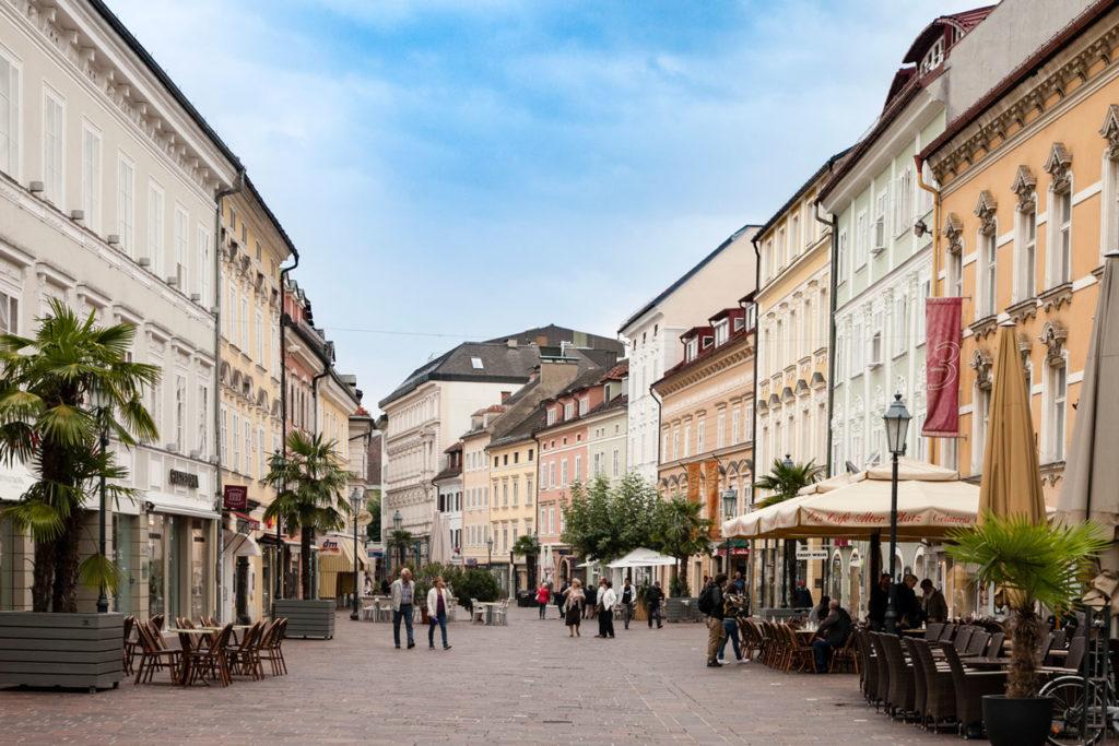 Alter Platz e Case Colorate - Austria