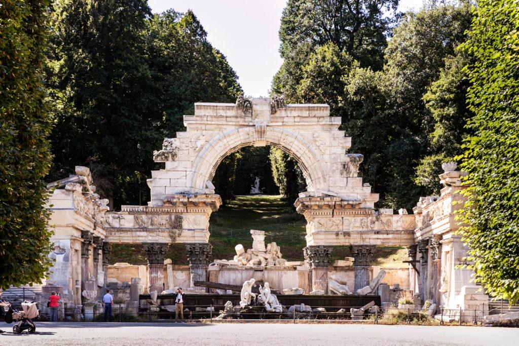 Arco e Rovine nel parco del Castello - Cosa vedere a Vienna