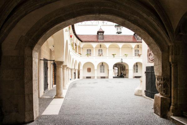 Bratislava - Ingresso al vecchio municipio