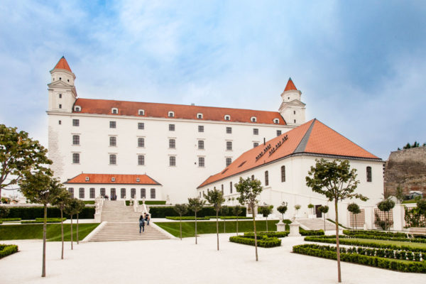 Castello di Bratislava e Winter Riding Shool dal giardino barocco