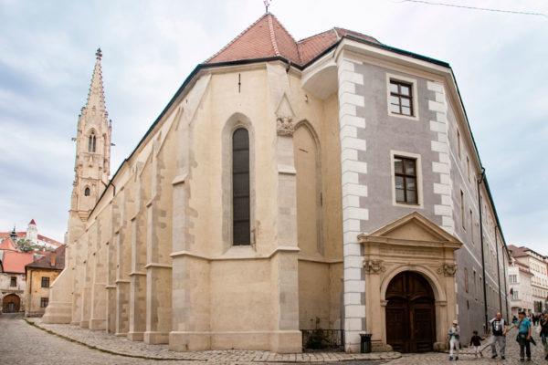 Chiesa di Santa Chiara - Ingresso tra i vicoli