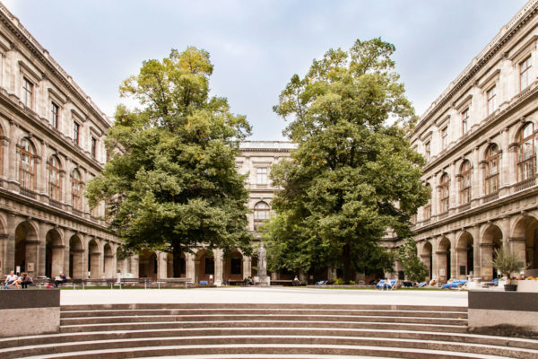 Cortile Interno - Università più Antica in Lingua Tedesca