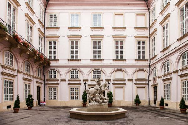 Cortile con Fontana del Palazzo Primaziale di Bratislava