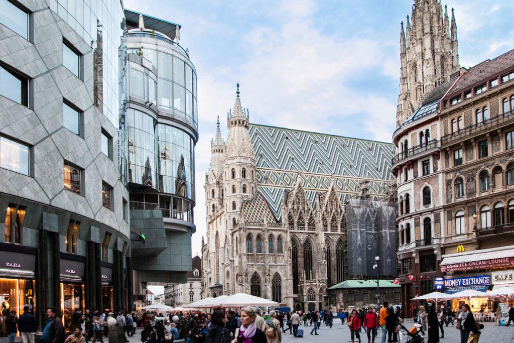 Duomo di Santo Stefano e Edificio Moderno di Vienna