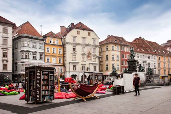 Hauptplatz di Graz - Piazza Centrale con Biblioteca itinerante - Cosa Vedere a Graz