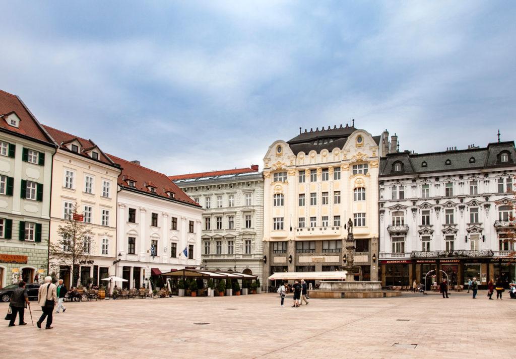 Hlavne Namestie - Piazza Maggiore di Bratislava