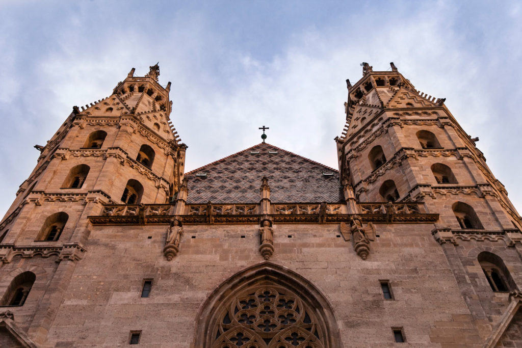 Ingresso al Duomo di Santo Stefano al tramonto