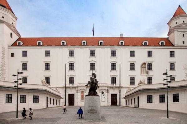 Ingresso e Facciata del Castello di Bratislava