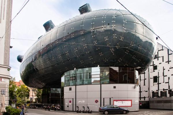 Kunsthaus - Museo Arte Moderna di Graz - Edificio Sottomarino in Ghisa e Vetro