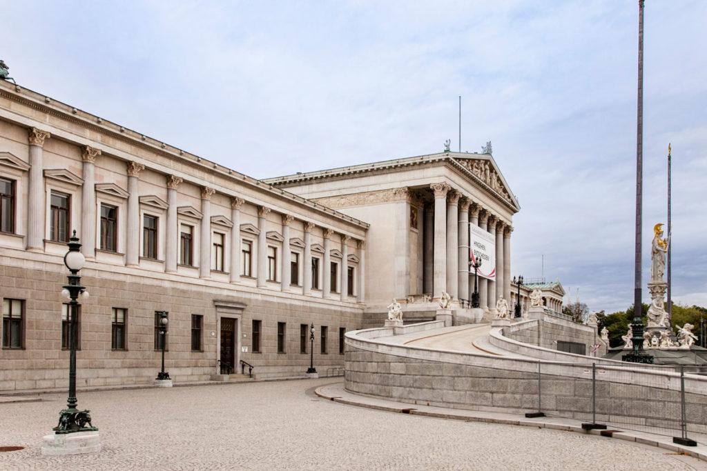 Parlamento neoclassico di Vienna - Pronai da tempio greco