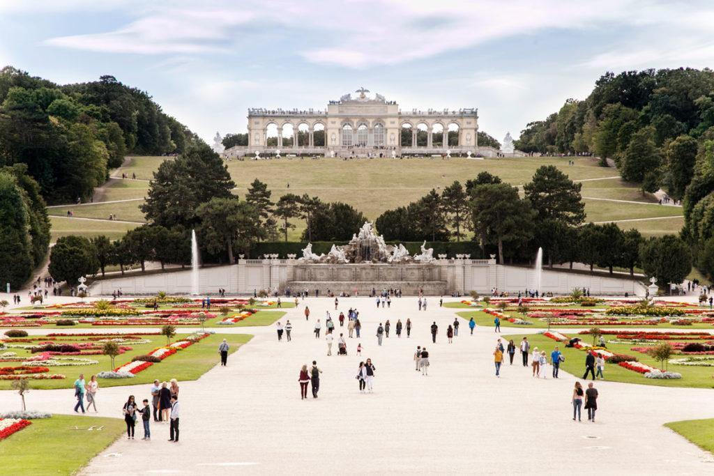 Parterre - Fontana del Nettuno e Gloriette al castello di Schonbrunn