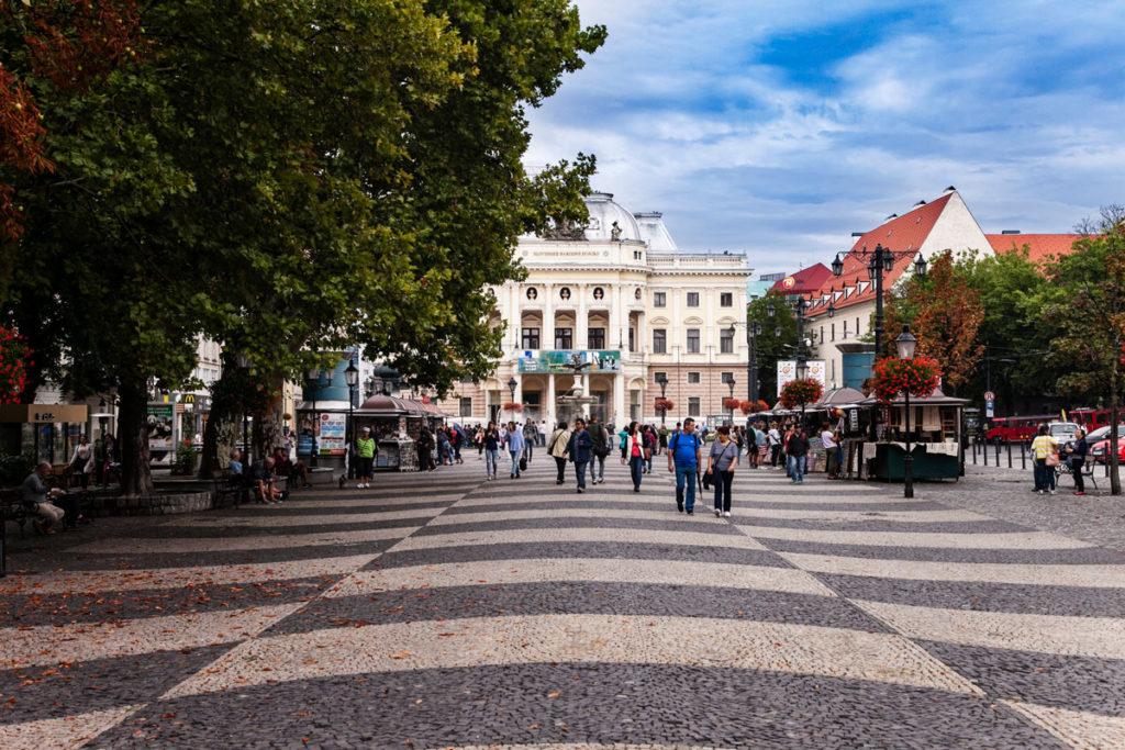 Piazza Hviezdoslav e Teatro Nazionale Slovacco