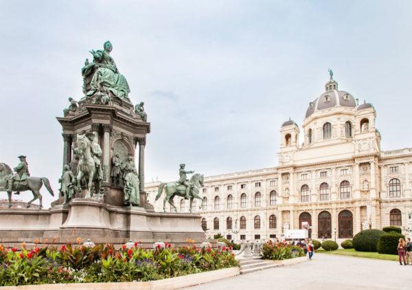 Piazza Maria Teresa - Statua e Museo di Storia Naturale - Vienna