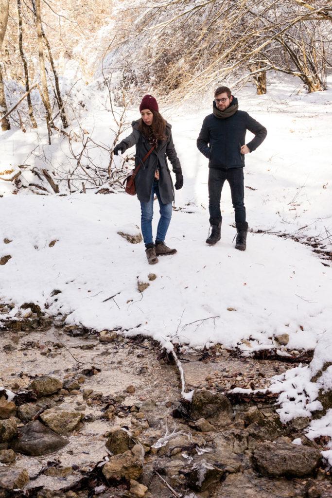 Sandra e Stefano mostrano come passare nel Fiume