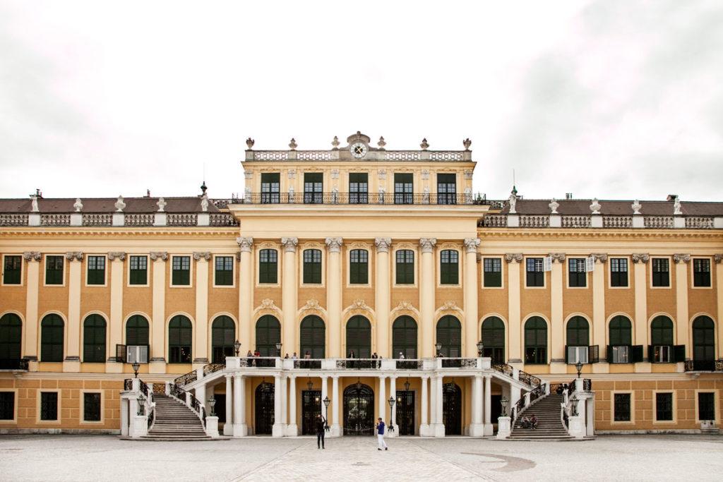 Scalinata nel retro del castello di Schonbrunn