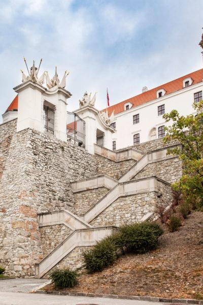 Scalinata verso ingresso alla corte di Onore del Castello di Bratislava