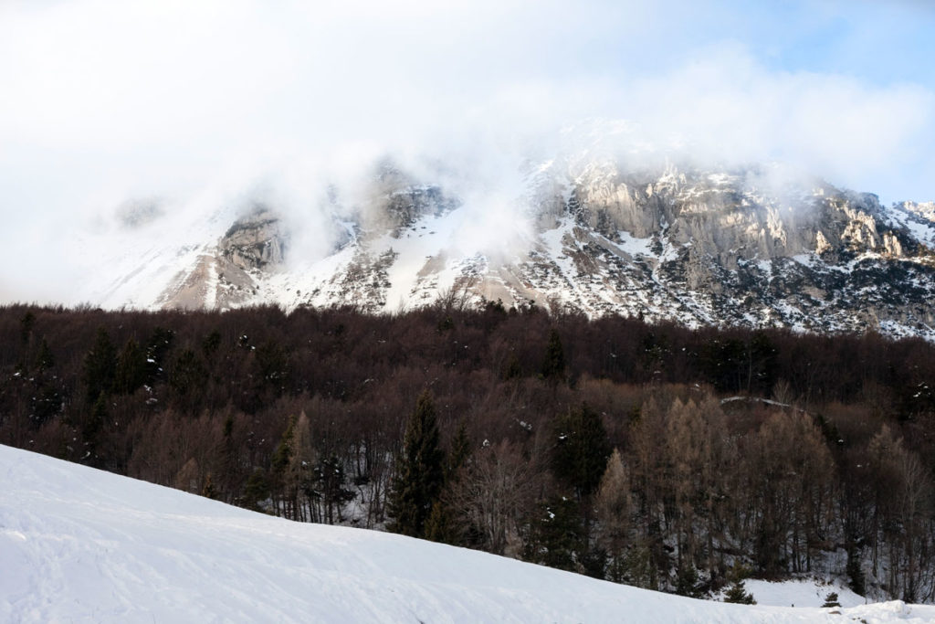Sole e Neve - Montagna tra la foschia