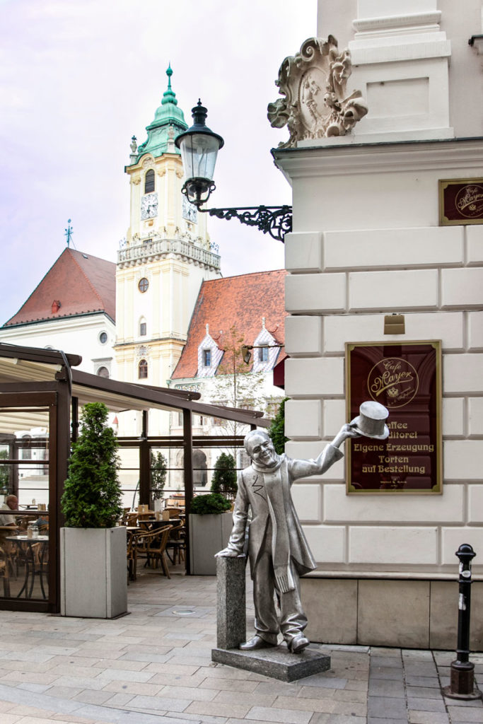 Statua del Bell'Ignazio - Angolo di Hlavne Namestie - Schone Naci