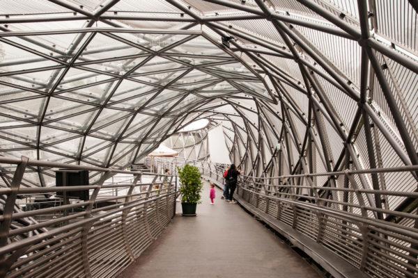 Struttura Moderna sul fiume Mur di Graz - Cosa Vedere in Un Giorno