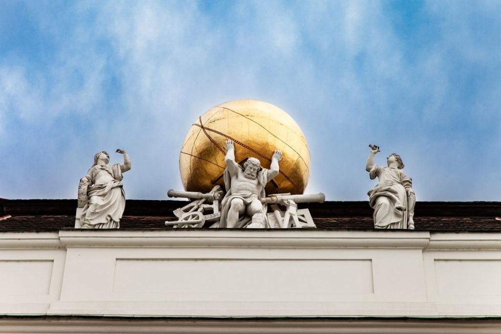 Vienna Josefsplatz - Statua del Peso del Mondo