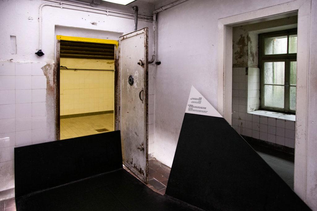 Accesso alla camera a gas nel campo di concentramento