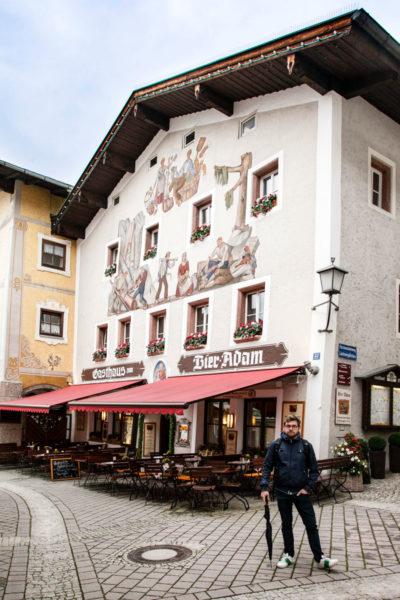 Bier Adam - Edificio con Dipinti alle Pareti nel centro storico di Berchtesgaden il Borgo della Baviera