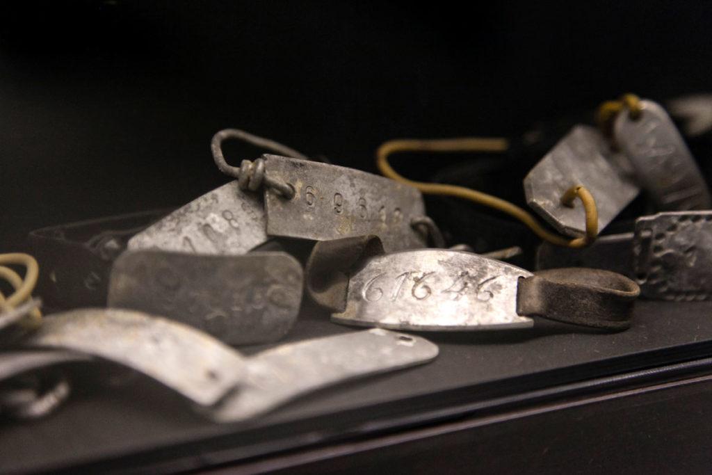 Braccialetti dei deportati nel campo di concentramento di Mauthausen