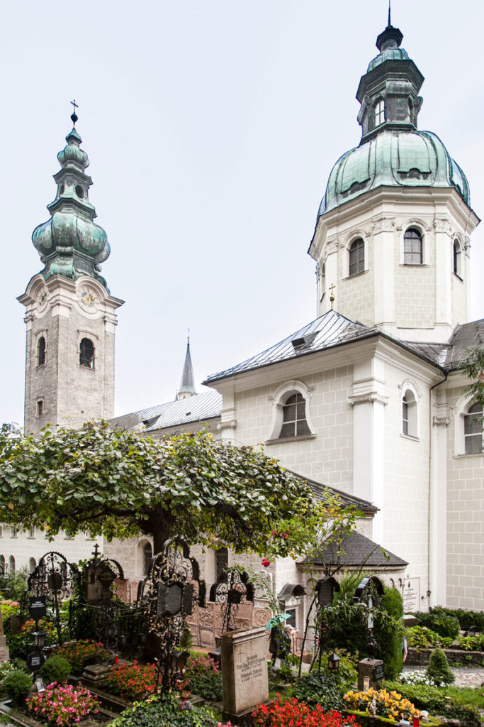 Chiesa di San Pietro e Il Cimitero ai piedi della Fortezza