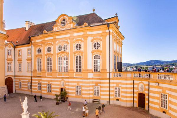 Cortile davanti alla Stiftskirche - Abbazia di Melk