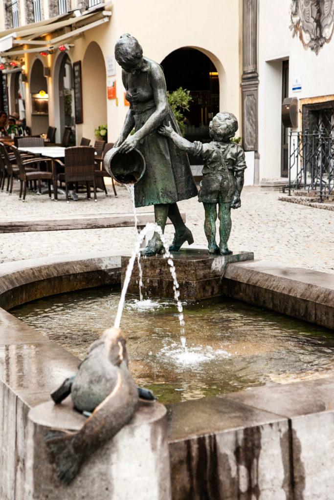 Fontana Mamma con Bambino - Brunnen Mutter mit King - Berchtesgaden