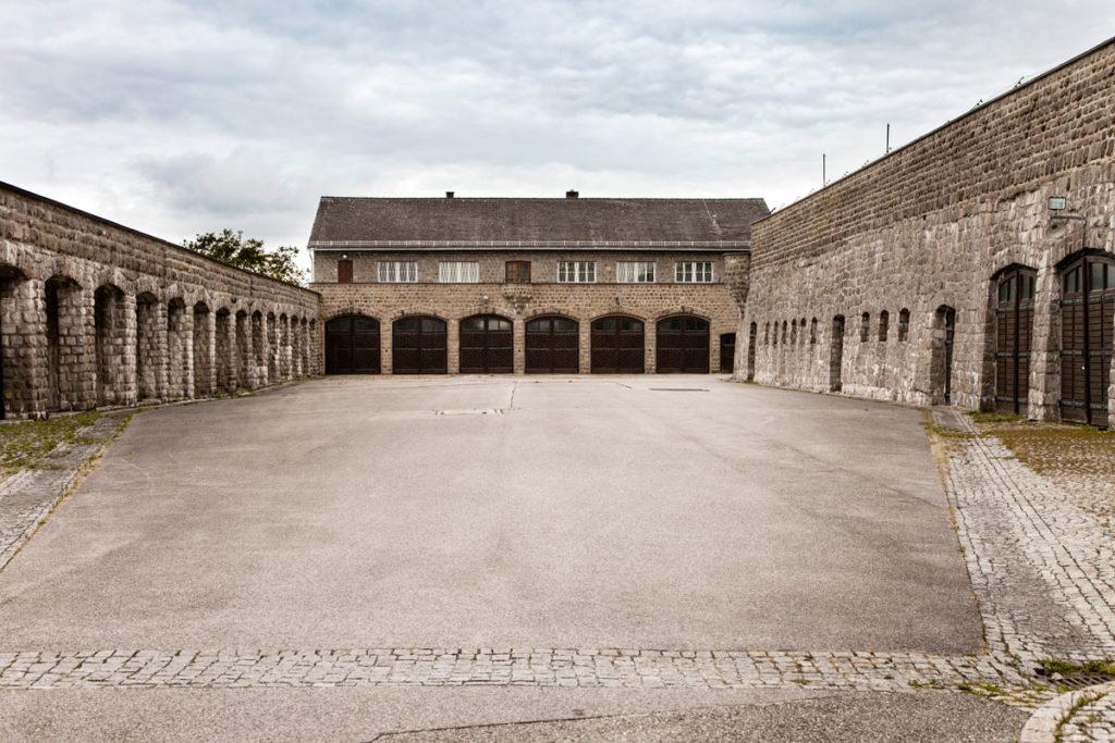 Garagenhof - Cortile di autorimessa per le SS e Edificio del Comando del Lager