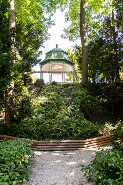 Gazebo e verde nel parco
