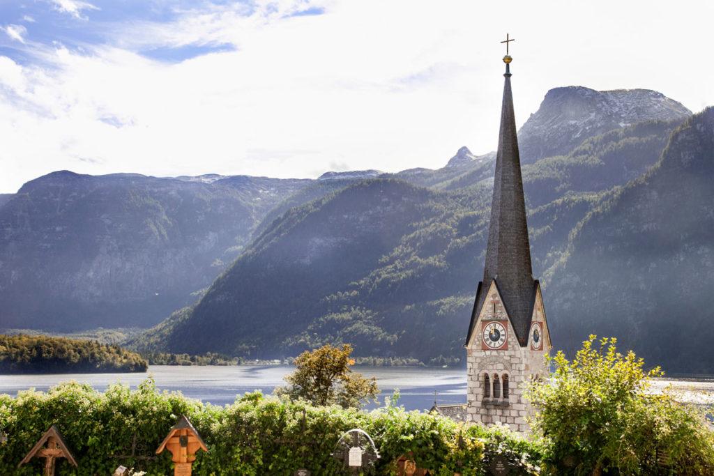 Hallstatt See e campanile della chiesa evangelica di Cristo