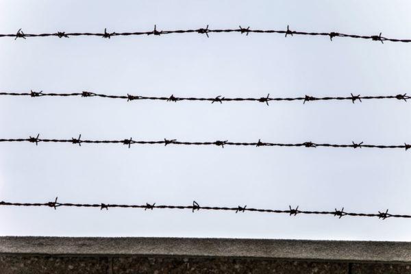 Il filo spinato del campo di concentramento di Mauthausen