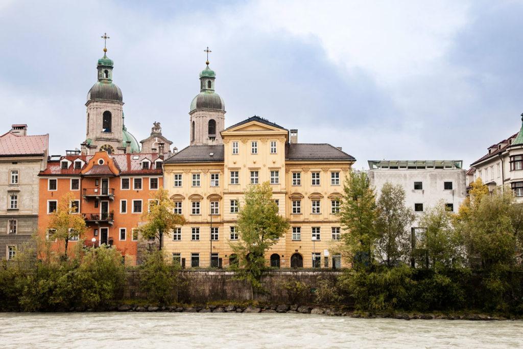 Innsbruck - Centro Storico sul Fiume Inn e Colonne del Duomo